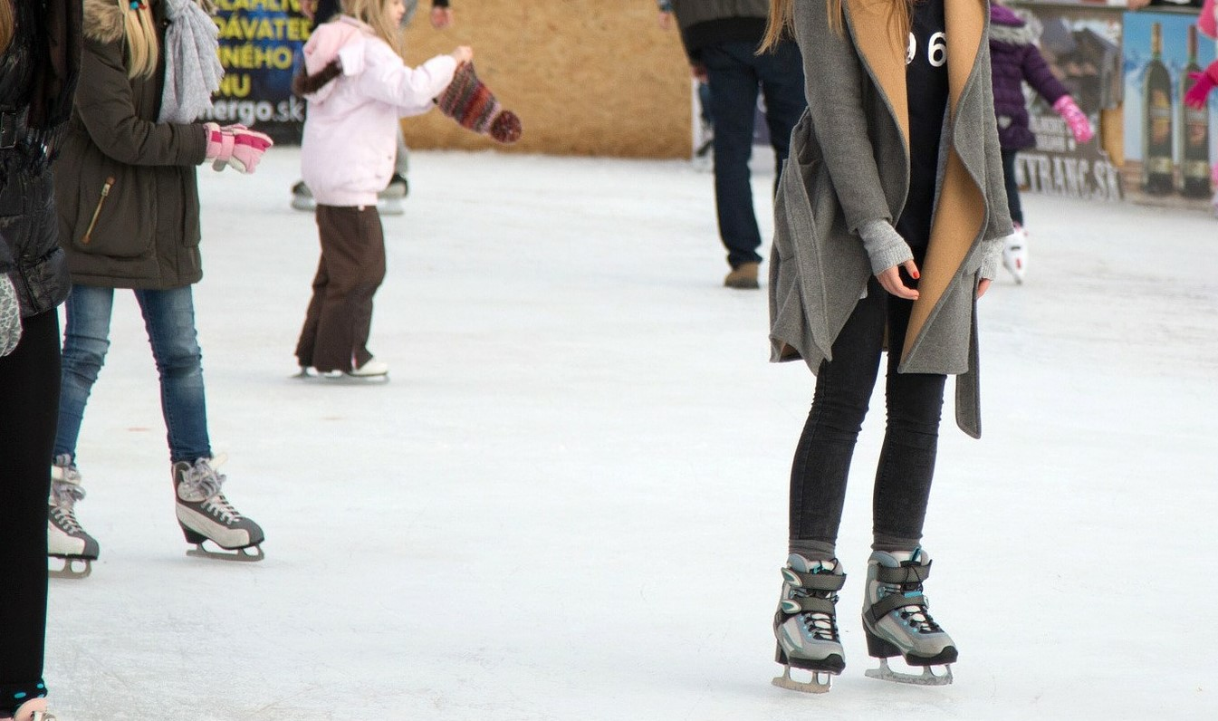 FREE Ice Skating at Crown Center Ice Terrace